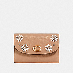 REMI MEDIUM ENVELOPE WALLET WITH WHIPSTITCH DAISY APPLIQUE - 2622 - IM/TAUPE