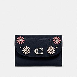 COACH 2622 Remi Medium Envelope Wallet With Whipstitch Daisy Applique SV/MIDNIGHT