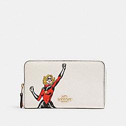 COACH 2645 Coach │ Marvel Medium Zip Around Wallet With Carol Danvers IM/CHALK MULTI