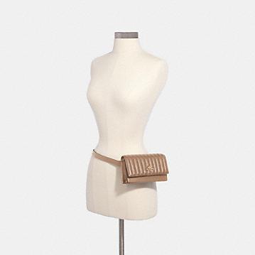 コーチ公式アウトレット   フラップ ベルト バッグ ウィズ ライナー キルティング   ミニバッグ/ボディバッグ/ベルトバッグ