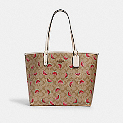 REVERSIBLE CITY TOTE IN SIGNATURE CANVAS WITH WATERMELON PRINT - 3039 - IM/LT KHAKI/RED MULTI/CHALK