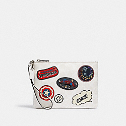 COACH │ MARVEL GALLERY POUCH IN SIGNATURE CANVAS WITH PATCHES - 3576 - SV/CHALK MULTI