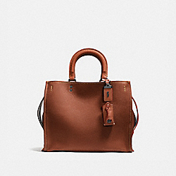 COACH 38124 - ROGUE 1941 SADDLE/BLACK COPPER