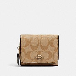 COACH 41302 - SMALL TRIFOLD WALLET IN SIGNATURE CANVAS SV/LIGHT KHAKI/PALE GREEN