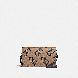 HAYDEN FOLDOVER CROSSBODY CLUTCH IN SIGNATURE CANVAS WITH ABSTRACT HORSE AND CARRIAGE - 5525 - B4/TAN BLACK MULTI
