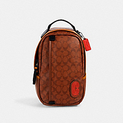 COACH 5600 - EDGE PACK IN SIGNATURE CANVAS QB/REDWOOD MULTI