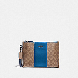 CHARLIE POUCH IN COLORBLOCK SIGNATURE CANVAS - V5/TAN DARK DENIM - COACH 5985