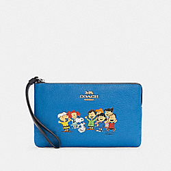 COACH X PEANUTS LARGE CORNER ZIP WRISTLET WITH SNOOPY AND FRIENDS - SV/VIVID BLUE - COACH 6481