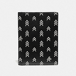 COACH 70081 - PASSPORT CASE WITH LINE ARROW PRINT BLACK/CHALK