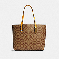 COACH 76636 - TOWN TOTE IN SIGNATURE CANVAS QB/KHAKI HONEY