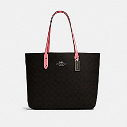 TOWN TOTE IN SIGNATURE CANVAS - 76636 - QB/BROWN PINK LEMONADE
