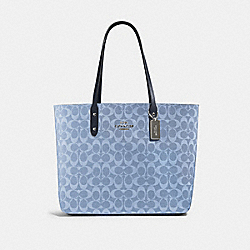 TOWN TOTE IN SIGNATURE CANVAS - 76636 - SV/LIGHT DENIM MIDNIGHT