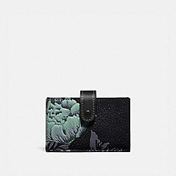 COACH 78557 Accordion Card Case With Kaffe Fassett Print V5/GREEN MULTI