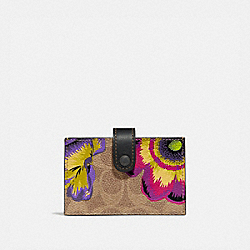 COACH 78558 - ACCORDION CARD CASE IN SIGNATURE CANVAS WITH KAFFE FASSETT PRINT V5/TAN MULTI
