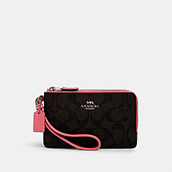 DOUBLE CORNER ZIP WRISTLET IN SIGNATURE CANVAS - 87591 - QB/BROWN PINK LEMONADE
