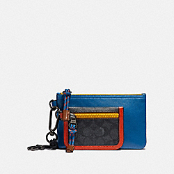 DOUBLE POUCH LANYARD IN SIGNATURE CANVAS WITH COACH PATCH - 909 - CHARCOAL SIGNATURE MULTI
