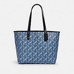 REVERSIBLE CITY TOTE WITH HORSE AND CARRIAGE PRINT - 91107 - SV/INDIGO PALE BLUE MULTI