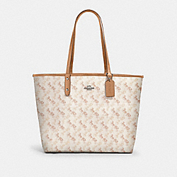 REVERSIBLE CITY TOTE WITH HORSE AND CARRIAGE PRINT - 91107 - SV/CREAM BEIGE MULTI