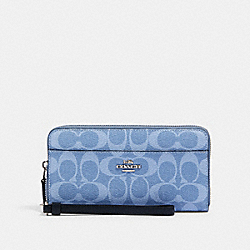 COACH 91828 Accordion Zip Wallet In Signature Canvas SV/LIGHT DENIM