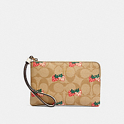 CORNER ZIP WRISTLET IN SIGNATURE CANVAS WITH STRAWBERRY PRINT - 93052 - IM/KHAKI MULTI