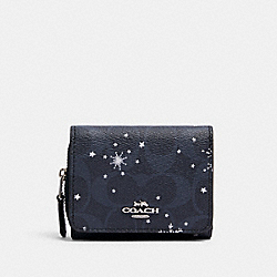 COACH C1928 - SMALL TRIFOLD WALLET IN SIGNATURE CANVAS WITH SNOWFLAKE PRINT SV/MIDNIGHT MULTI