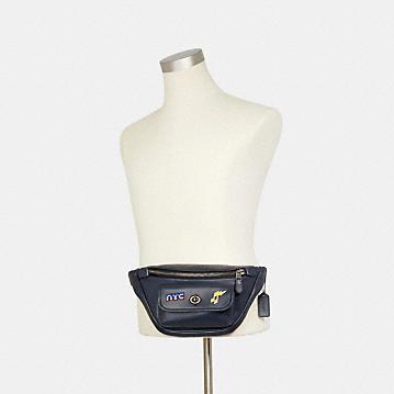 コーチ公式アウトレット | *ヘリテージ ベルト バッグ ウィズ 80'S ピン | ミニバッグ/ボディバッグ/ベルトバッグ