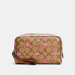 BOXY COSMETIC CASE IN SIGNATURE CANVAS WITH LIPS PRINT - C2930 - IM/KHAKI REDWOOD
