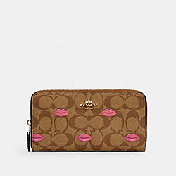 COACH C3312 - ACCORDION ZIP WALLET IN SIGNATURE CANVAS WITH LIPS PRINT IM/KHAKI REDWOOD