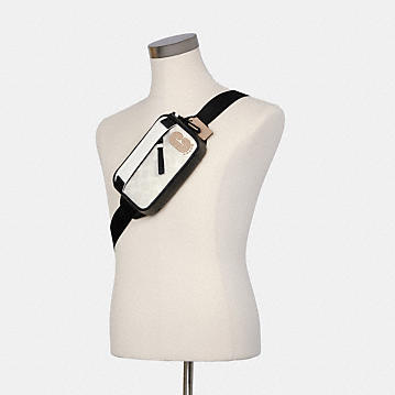コーチ公式アウトレット   ミニ エッジ ベルト バッグ カラーブロック シグネチャー キャンバス   クロスボディ/斜めがけ