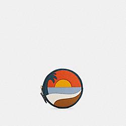 CIRCLE COIN CASE WITH BEACH POSTCARD - C4220 - IM/DARK ORANGE