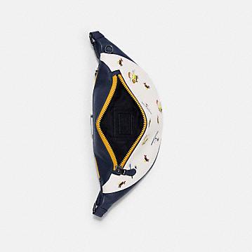 コーチ公式アウトレット | 【日本限定】COACH X PEANUTS ワーレン ベルト バッグ ウィズ スポーツ プリント | ミニバッグ/ボディバッグ/ベルトバッグ