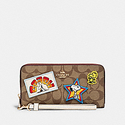 COACH X PEANUTS LONG ZIP AROUND WALLET IN SIGNATURE CANVAS WITH VARSITY PATCHES - C4598 - IM/KHAKI MULTI