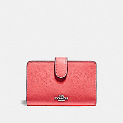MEDIUM CORNER ZIP WALLET - F11484 - CORAL/SILVER