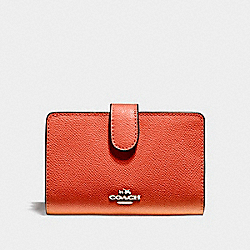 MEDIUM CORNER ZIP WALLET - f11484 - ORANGE RED/SILVER