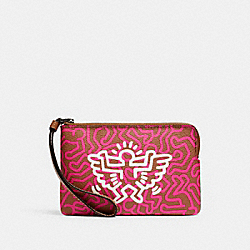 COACH F11831 - KEITH HARING CORNER ZIP WRISTLET WITH GRAPHIC PRINT QB/BRIGHT FUCHSIA SADDLE