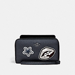 COACH F11853 - PHONE WALLET IN CROSSGRAIN LEATHER WITH VARSITY PATCHES ANTIQUE NICKEL/MIDNIGHT