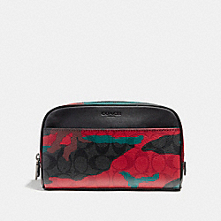 OVERNIGHT TRAVEL KIT IN SIGNATURE CAMO COATED CANVAS - f12008 - CHARCOAL/RED CAMO