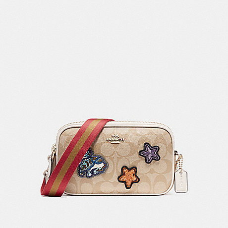 COACH f20963 CROSSBODY POUCH IN SIGNATURE COATED CANVAS WITH VARSITY PATCHES LIGHT GOLD/LIGHT KHAKI