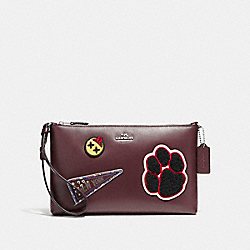 COACH LARGE WRISTLET 25 IN REFINED CALF LEATHER WITH VARSITY PATCHES - SILVER/OXBLOOD 1 - F20965