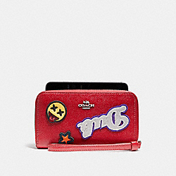 PHONE WALLET IN CROSSGRAIN LEATHER WITH VARSITY PATCHES - f20976 - SILVER/TRUE RED