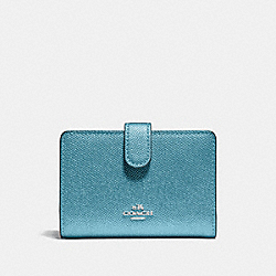 MEDIUM CORNER ZIP WALLET - F23256 - METALLIC SKY BLUE/SILVER