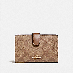 COACH F23553 - MEDIUM CORNER ZIP WALLET IN SIGNATURE CANVAS KHAKI/SADDLE 2/LIGHT GOLD
