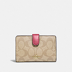 MEDIUM CORNER ZIP WALLET IN SIGNATURE CANVAS - F23553 - LIGHT KHAKI/ROUGE/GOLD