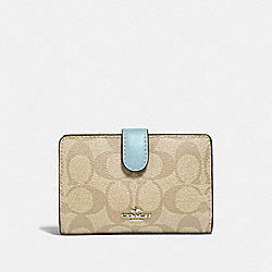 MEDIUM CORNER ZIP WALLET IN SIGNATURE CANVAS - F23553 - LIGHT KHAKI/SEAFOAM/SILVER