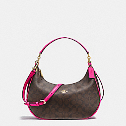 EAST/WEST HARLEY HOBO IN SIGNATURE COATED CANVAS - f23856 - IMITATION GOLD/BROWN