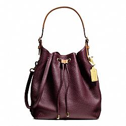 COACH F25306 Soft Drawstring Shoulder Bag In Pebbled Leather BRASS/EGGPLANT