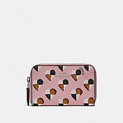 ZIP AROUND COIN CASE WITH CHECKER HEART PRINT - f25844 - SILVER/BLUSH MULTI