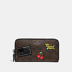 ACCORDION ZIP WALLET IN SIGNATURE CANVAS WITH AMERICAN DREAMING PATCHES - f26392 - BROWN BLACK/MULTI/SILVER