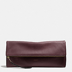 THE LARGE PEBBLED LEATHER CLUTCHABLE - f28148 - LIGHT GOLD/OXBLOOD