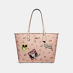 REVERSIBLE CITY ZIP TOTE WITH FLORAL MIX PRINT AND MINNIE MOUSE PATCHES - f29359 - VINTAGE PINK MULTI/LIGHT GOLD